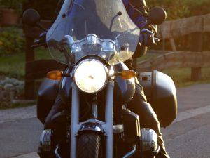 Vaatteet moottoripyörällä ajaessa